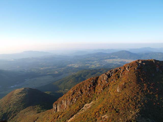 本峰から飯田高原をみおろす
