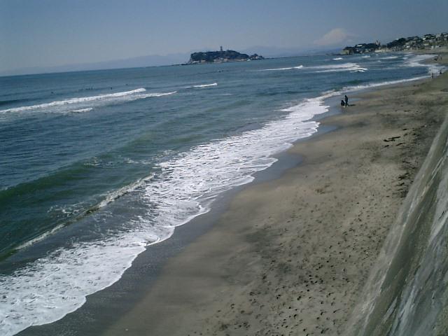 03)鎌倉、七里ガ浜有料駐車場から富士山を撮ったつもり。私は、チャリンコでここへ来た。.JPG