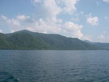 十和田湖遊覧船から.JPG