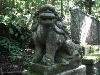 十和田神社狛犬2.JPG