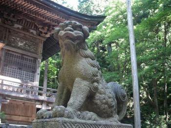 十和田神社狛犬3.JPG