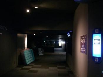 夜の館内.JPG
