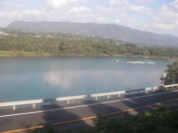 徳島線の車窓から川.JPG