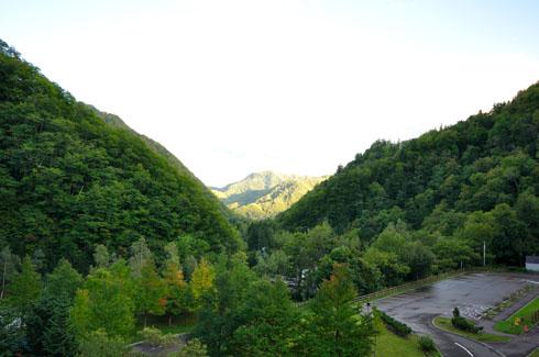 見えませんケロ、豊平峡ダムの方角です。タブン