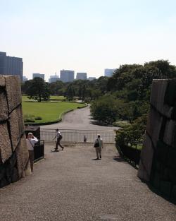 東御苑・天守台2.JPG