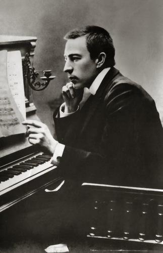 Rachmaninoff_1900.jpg