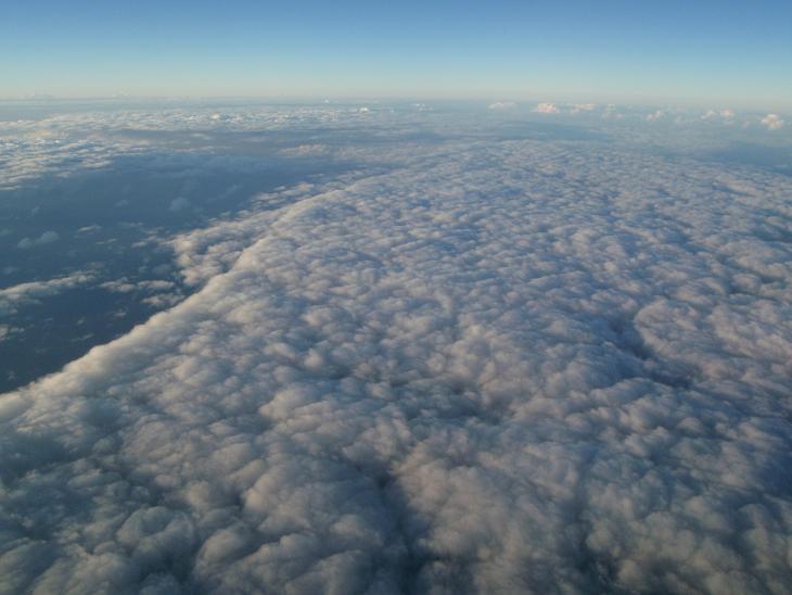 今回は飛行機から撮った写真を並べてみました。これを見るだけでもいいもんでしょ?.JPG