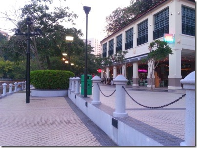 シンガポール川沿いの遊歩道