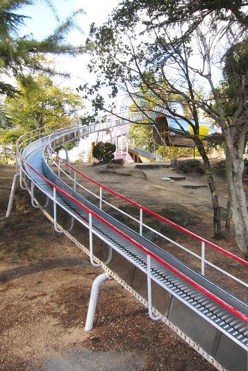 超長い滑り台