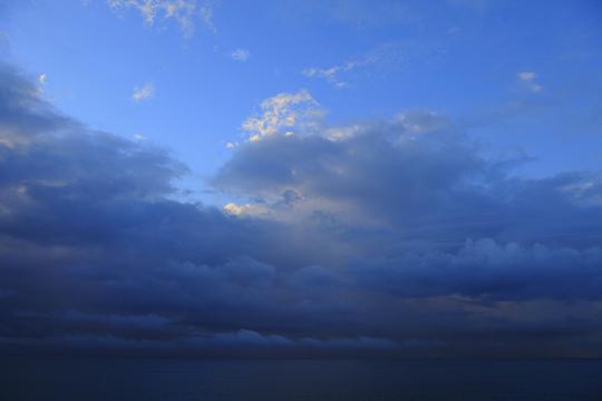 駿河 雲流れ.jpg