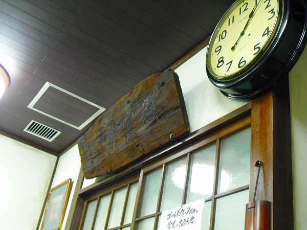 5.古時計と看板.jpg