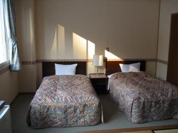 16-2.ベッド(畳より).jpg