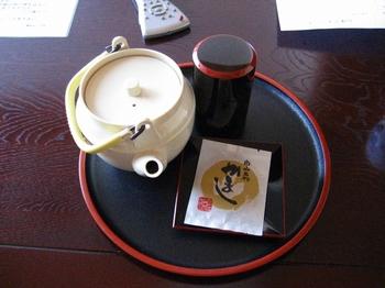 24.お茶とお菓子.jpg