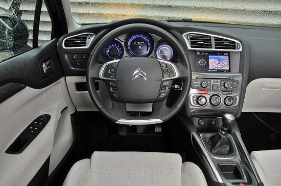 2011-Citroen-C4-e-Hdi-Dashboard-View.jpg