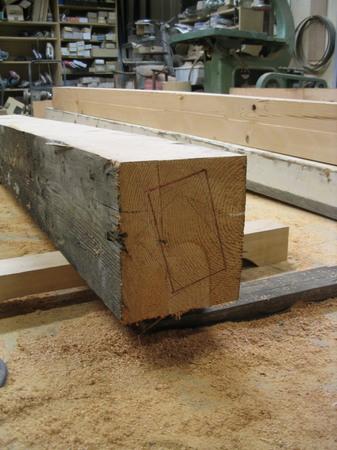 006、古材から部品を木取る.jpg