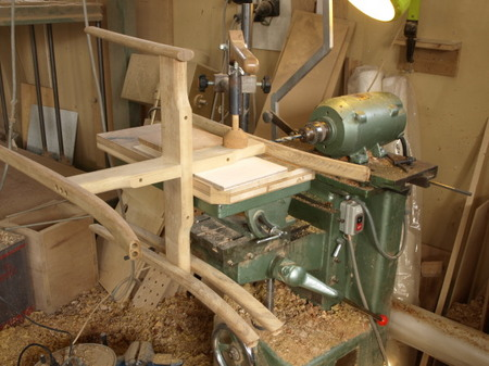 011、札幌の家具作家、国本貴文の椅子.jpg