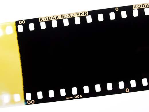 以前、富士写真フィルムの広告のコピーに、「写真はフィルム。理屈ではありま... フィルムで撮ろう