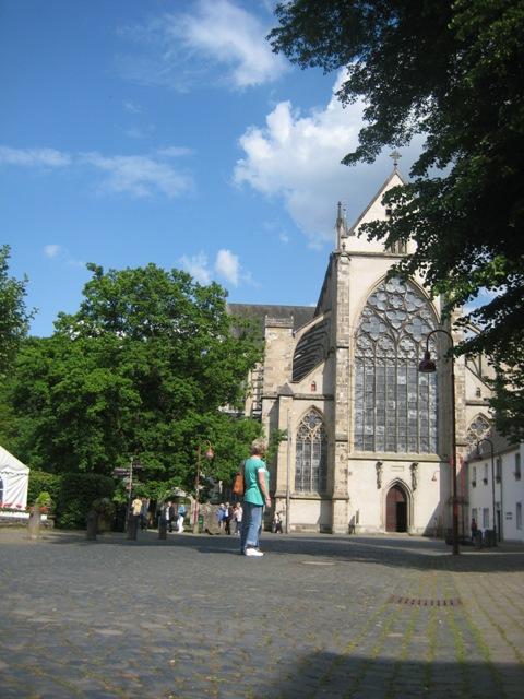 08夏旅行 郊外の聖堂入り口.jpg