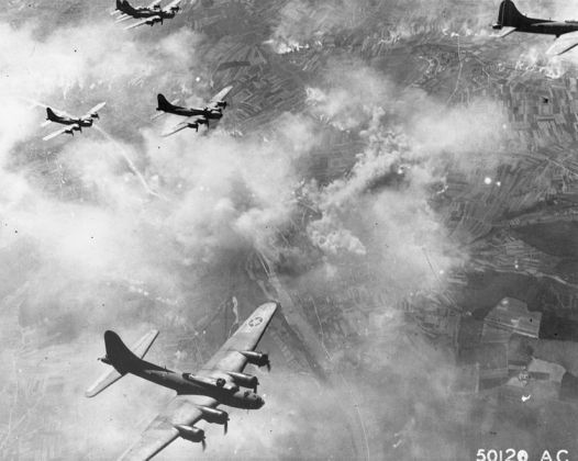 752px-B-17F_formation_over_Schweinfurt,_Germany,_August_17,_1943.jpg