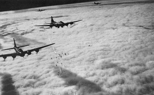 800px-B-17F_Radar_Bombing_over_Germany_1943.jpg