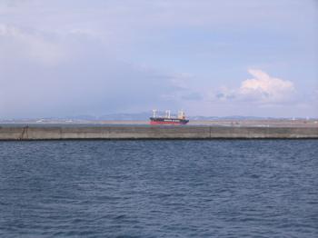 石狩浜座礁貨物船01.jpg