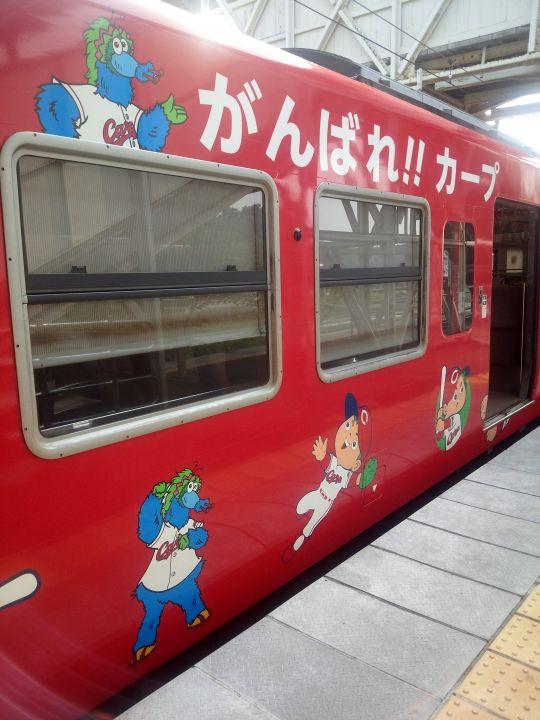 カープ電車1