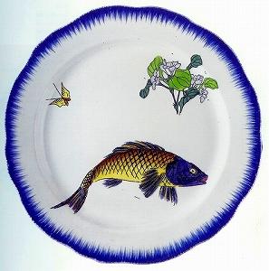 セルヴィス・ルソー 「平皿 鯉に莢迷(がまずみ)図」.jpg