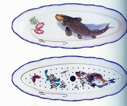 セルヴィス・ルソー 「水切り付楕円形皿 鯉に朝顔図」.jpg