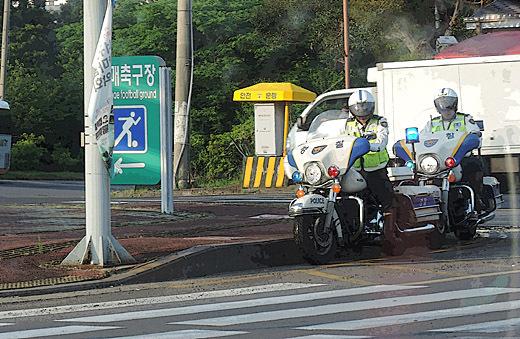 H14年6月18日済州島の白バイ-520.jpg