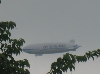 こんな曇り空の中を 飛行船が;;;.jpg