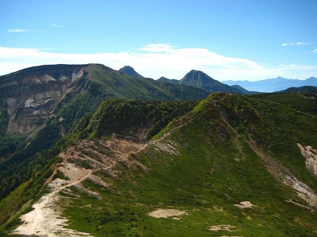 根石岳と赤岳.JPG