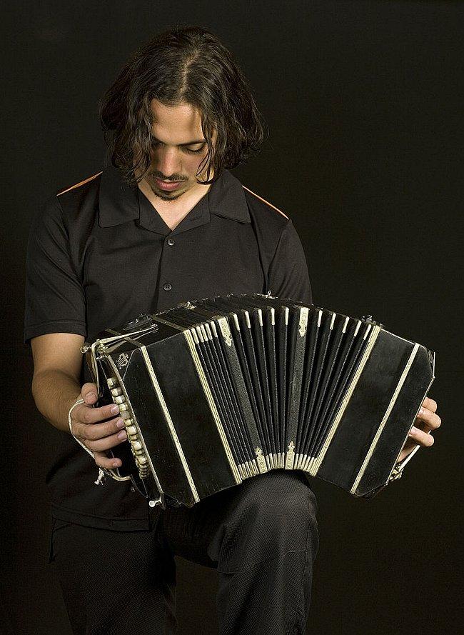 Buenos_Aires_-_Bandoneon_tango_player_-_7435.jpg