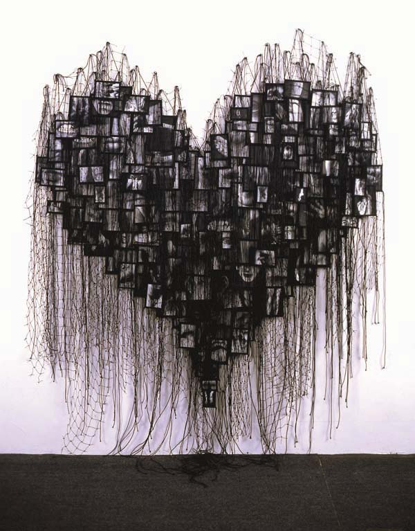 annette-messager-art-installation.jpg