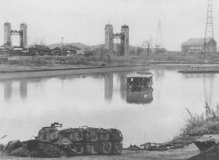 Fushimi_Port_in_the_pre-war_Showa_era.JPG