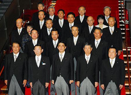 新装、 安倍改造内閣誕生 よたよたしてしまった安倍内閣、内閣改造閣僚が決まった。注目の閣僚達は誰