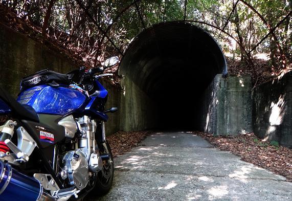 40 肝試しより怖い長いトンネル.JPG