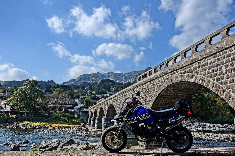7 オランダ橋の下にバイクを置いて見~.JPG