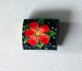 木に描いた赤い花w.jpg