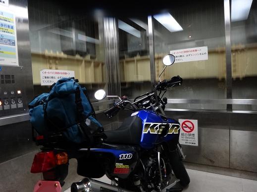 10 やっぱりエレベーターにバイクを乗せるとカッコイイ.JPG