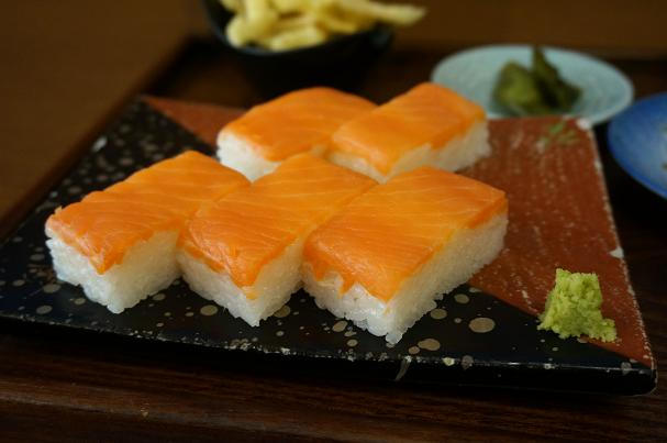 13 有名な鱒寿司.JPG