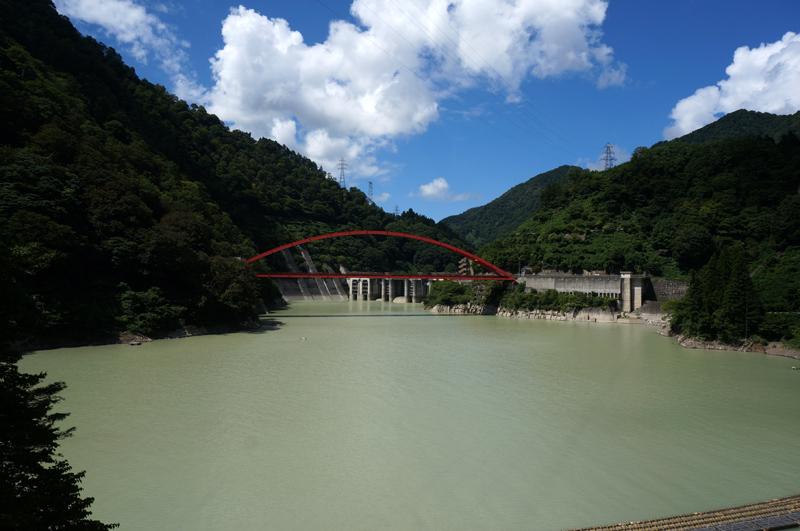 15 ダムの色が・・・.jpg