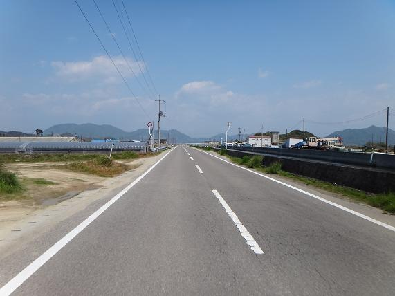 19 道はほとんどセンターラインがある大きさ.JPG