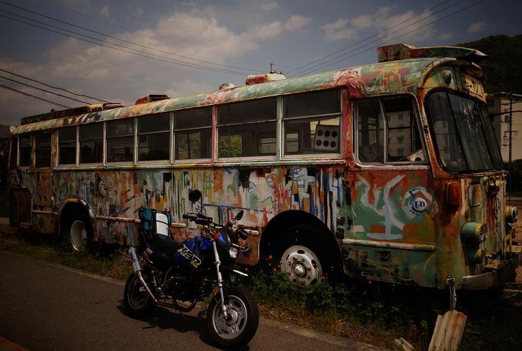 36 ポップアートなバス発見.JPG