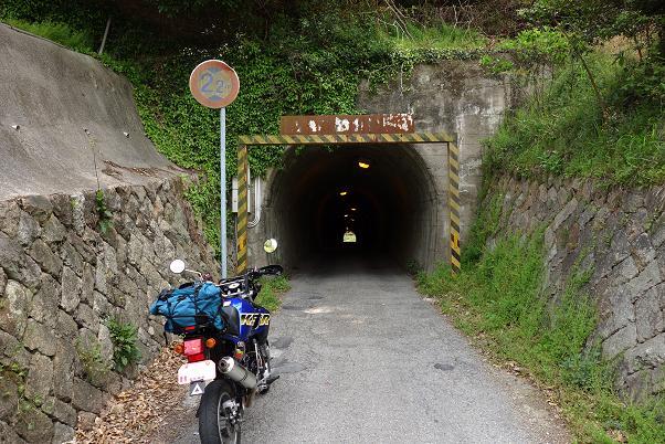 37 島巡りでは珍しいトンネル.JPG