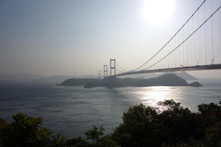 7 薄く霧に包まれた朝の来島海峡大橋.JPG