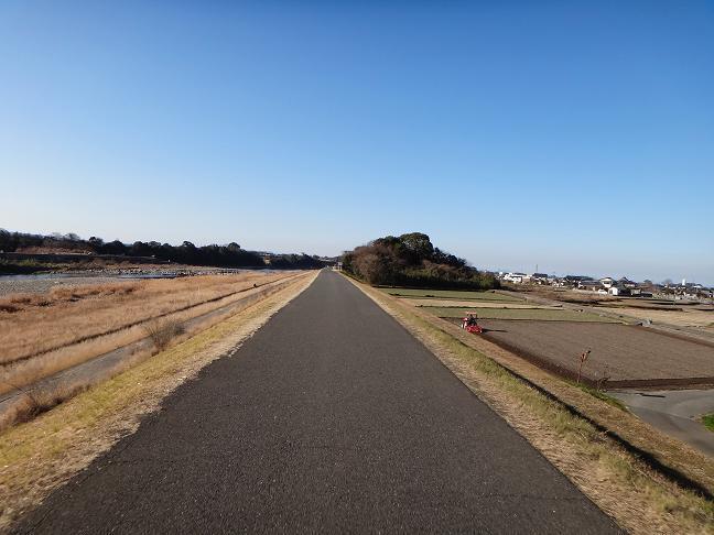21 土手の道.JPG