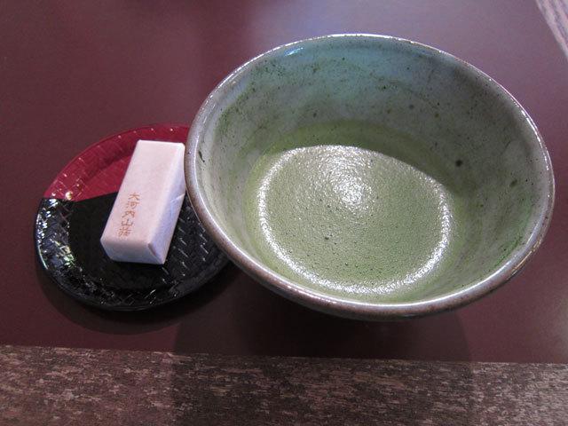 bIMG_0290お抹茶とお菓子.jpg