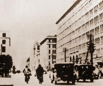 1929 右は丸ビル.JPG