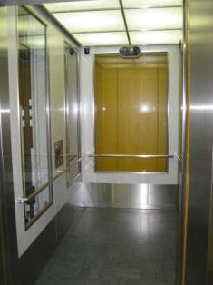 東急大井町線ホーム行きエレベーター写真(扉が開いている)