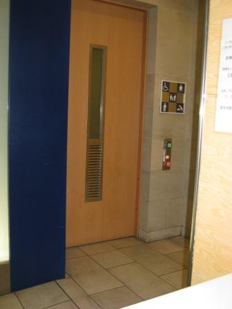 JR品川駅構内車椅子トイレの写真(トイレ入口)